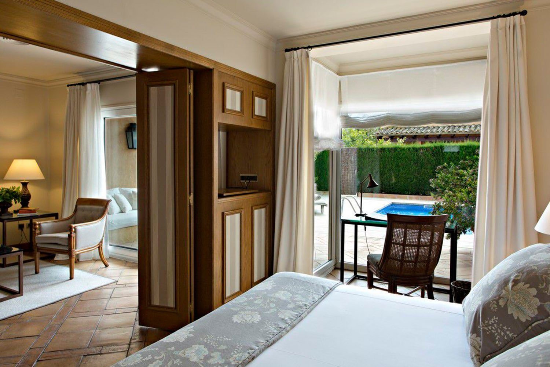 Foto de la suite piscina en el hotel Mas de Torrent